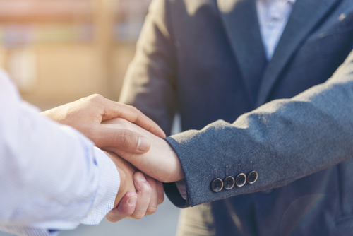 This is an image of a lawyer and client shaking hands after winning Arkansas Philips CPAP lawsuit